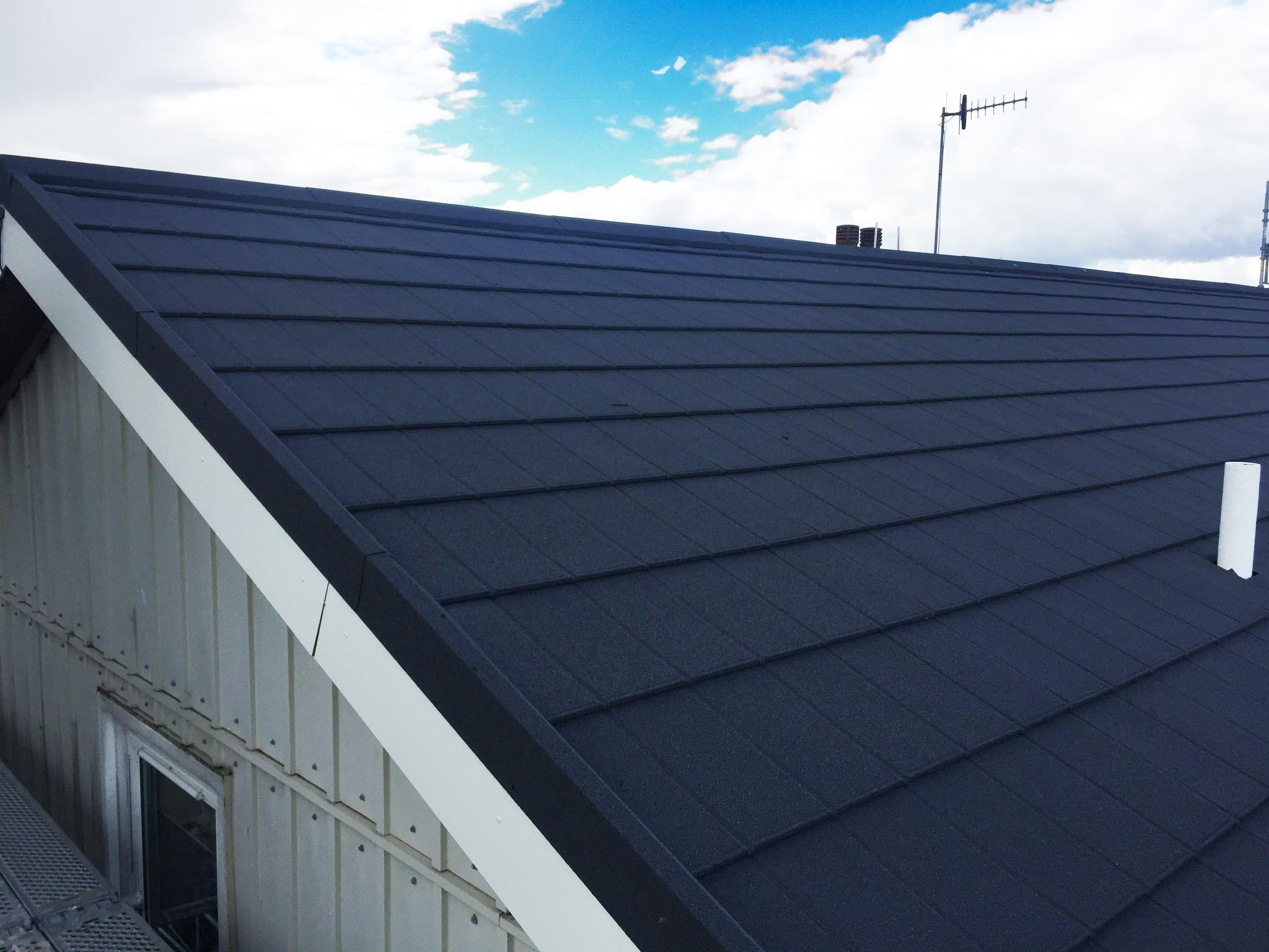 A roof with Metrotile iPanel in Charcoal as the roofing material